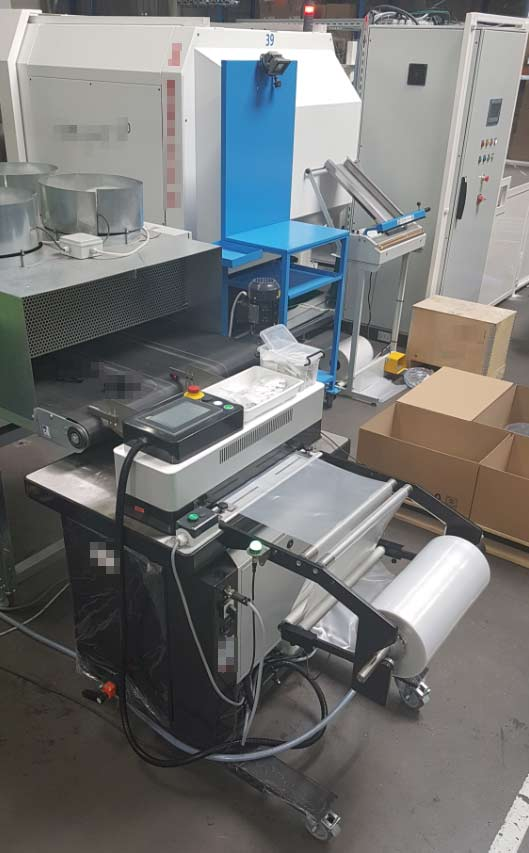 Automatic bagging for automotive plastic parts